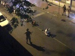 cengelkoyde-askerler-vatandasi-yolun-ortasinda-elleri-bas-ustunde-oturtmus