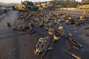 koprude-teslim-olan-askerlerin-cikardiklari-uniformalar-ve-silahlar
