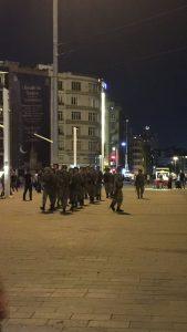 taksim-meydaninda-askerler