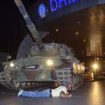 tankin-onune-yatan-adam