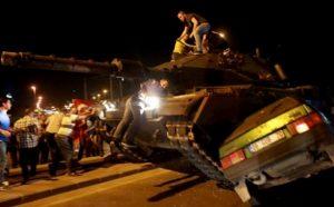 tank-sivil-araclari-eziyor