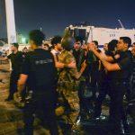 polisler-tarafindan-yakalanan-askerler